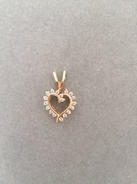 14k Gold heart shaped necklace with 0.15ctf round diamonds Montréal, H3A