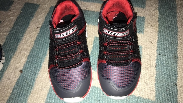 Sketchers size 6,7 toddler joggers
