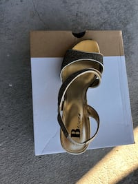 Selling a pair of these gorgeous golden sandals, size 8 Toronto, M4K 2H3