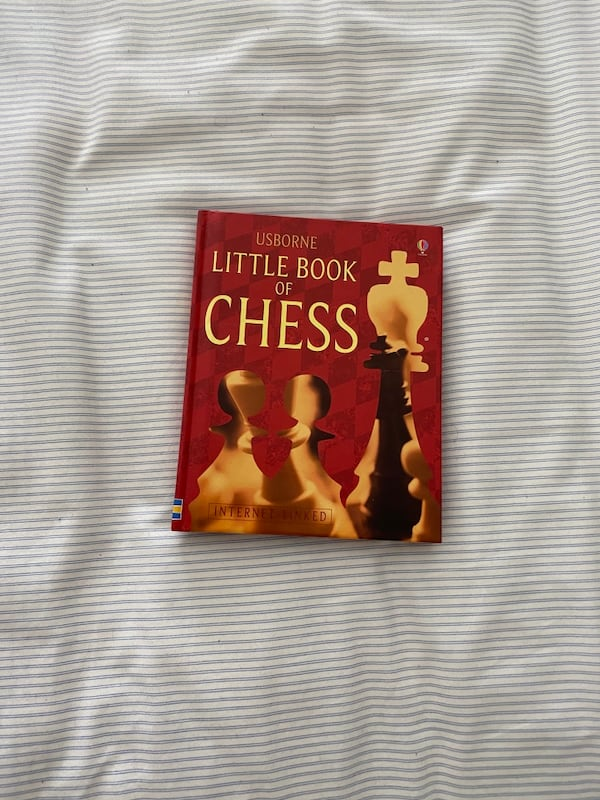 The book of Chess 84113a58-7fb5-46a8-921c-e959aa8bdb69