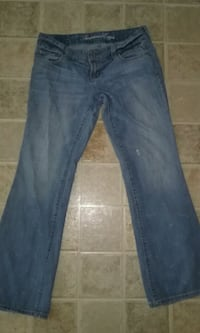 AMERICAN EAGLE WOMEN'S JEANS SIZE 8 ONLY ASKING $5