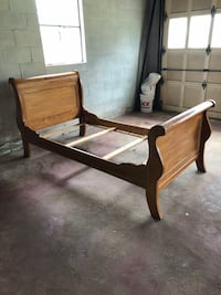 Twin maple sleigh bed  Mount Pleasant, 15666