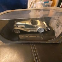 4 Diecast model cars 1:32 scale