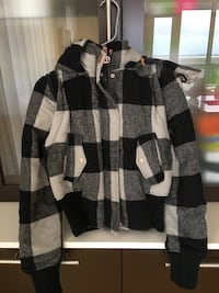 Black and white plaid zip-up hoodie Montréal, H1P 1V9