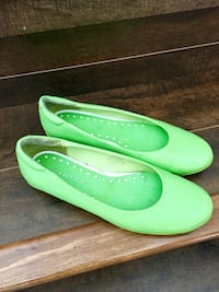 Flat shoe wanted brand size 6pu in briedlewood south west Calgary, T2Y 4H5