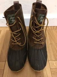 Like New Mens Rain Waterproof Duck Boots Bass Size 8 ( Fits 8.5 )   Excellent condition.. worn just once   Pick up in Midtown NYC today