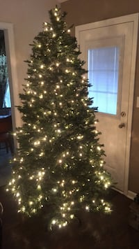 Pre-lit 7' artificial  Christmas tree GE West Point, 31833