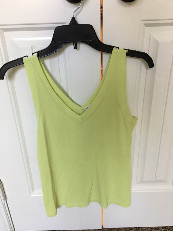 a25e5a8b0a6 Used Size small- Women s sweater Green v-neck sleeveless top for sale in  Rockwall - letgo