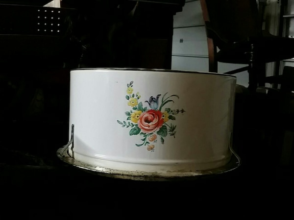 Old cake tin sweet 5.5 x 10 inches