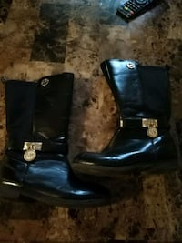 pair of black leather boots Laval, H7A 3N5