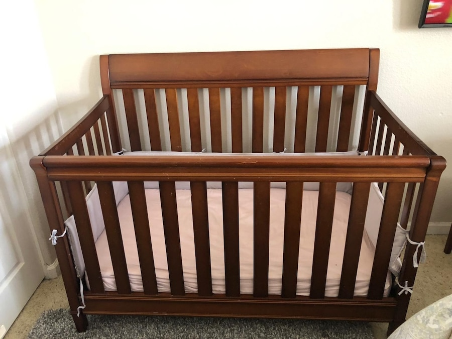 Photo 3 in 1 crib. Baby to Toddler with mattress
