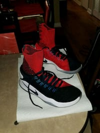 black-and-red Nike basketball shoe -Men size 8.5  Tallahassee