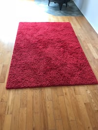 Red Rug in good condition Montréal, H8Z 1K5