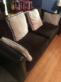 American signature furniture couch Nashville, 37076