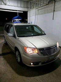 Chrysler - Town and Country - 2013 Ashburn