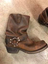 pair of brown leather boots Everett, 98204