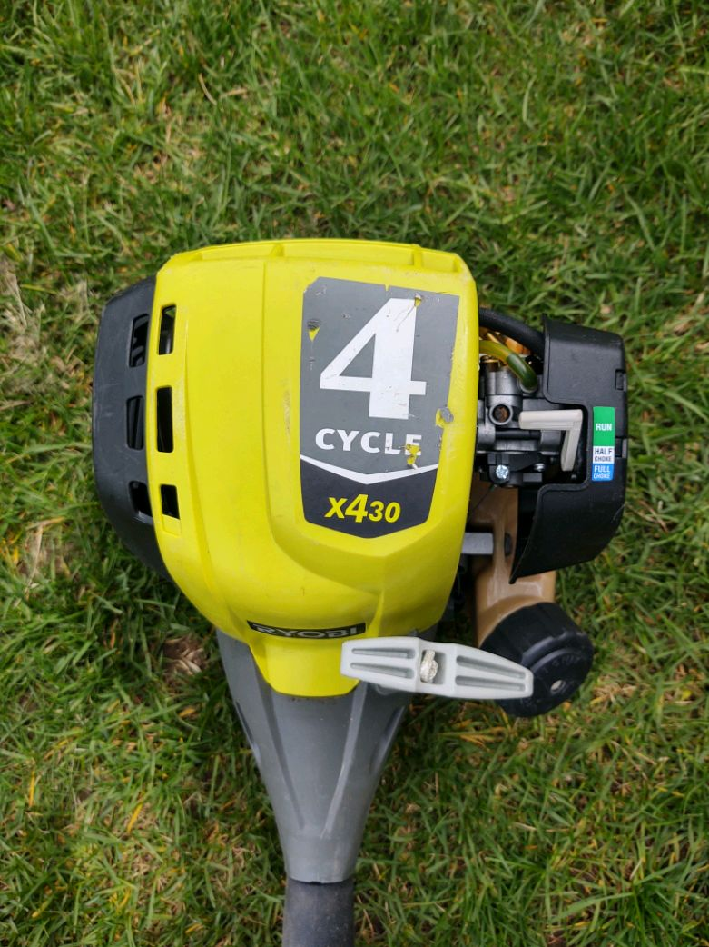 Photo Ryobi 4 cycle Expand-it with attachments