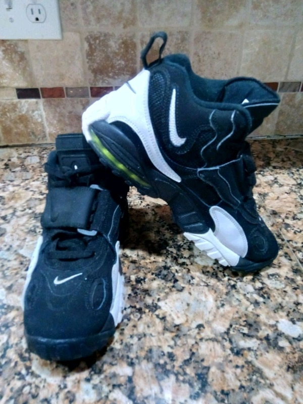 8680b29e35e Used Nike Air Max Speed Turf Size 9.5 for sale in East Point - letgo