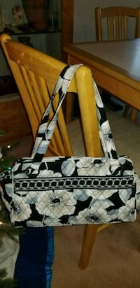 NEW VERA BRADLEY BAG.  BAG IS 13X8 NOT INCLUDING  Middleborough, 02346