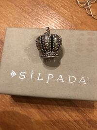 Great condition large crown charm - silpada  Langley, V3A 6H3