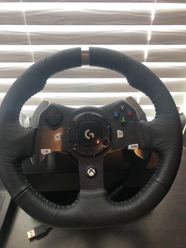 Logitech gaming steering wheel with Forza horizon 4 unlimited edition