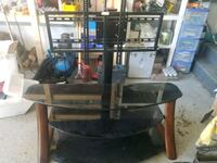 Tv stand max 165lbs  Longueuil, J3Y