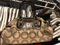 Designer coach purse/bag worn 3 times. Almost new. I paid over $400 for this purse Mississauga, L5B 4G7