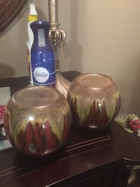 two brown and red ceramic table decor Oshawa, L1H 7K4