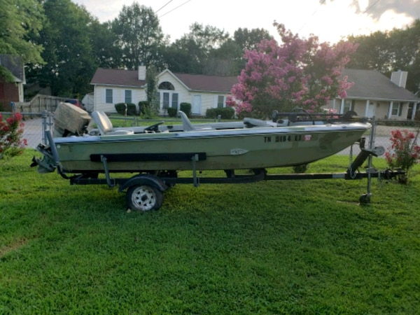 15 Foot Fiberglass Boat  40hp Mercury engine