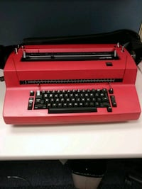 1970's IBM Typewriter. Turns on but wont type! Milton, L0P