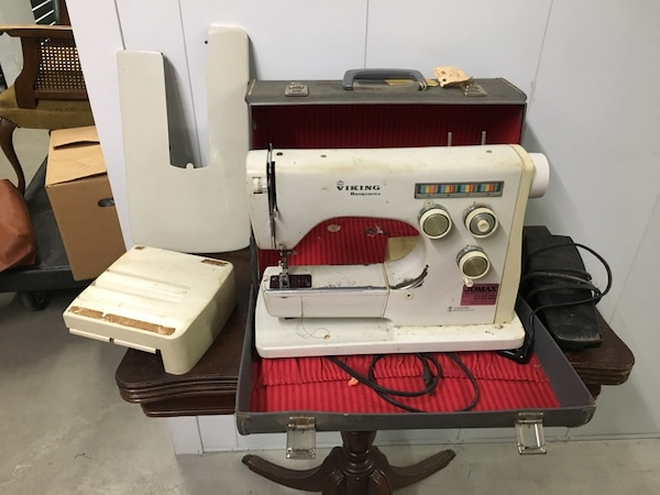 Sewing machine 3906bb94-948f-46ed-897b-04b77ea32701