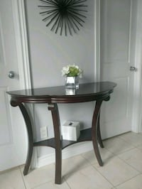 Selling this beautiful console table coz won't fit Ottawa