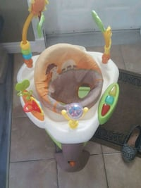 baby's white and green jumperoo Saint-Hyacinthe, J2R 1Y7