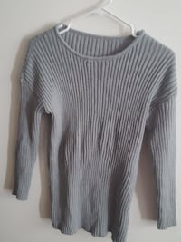gray long-sleeved sweater