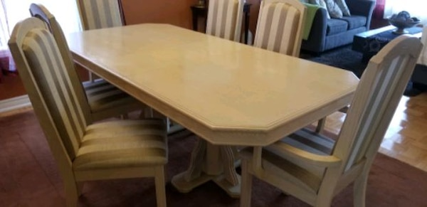 Formal dining set for sale. 2c02c1b9-935e-49c0-8772-ba8e166f0916