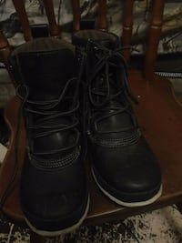 Trenton water-proof boots???? SIZE 40 (8-9 womans) WORN TWICE ONLY ????