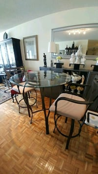 Bistro table and 2 chairs 554 km