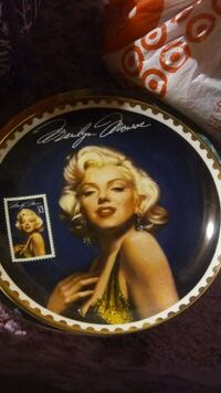 Marilyn Monroe decorative plate St. Louis, 63129