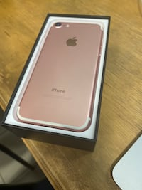 Mint condition iPhone 7 128 GB rose gold Kitchener, N2P 2G5