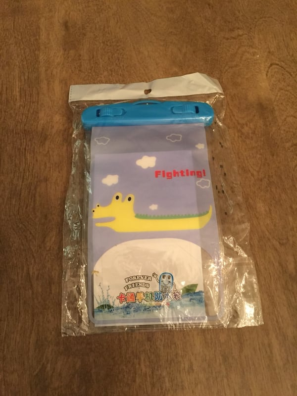 New water resistant cell phone pouch f7bb6d64-c5fa-4a83-bdfb-6106a733c5a9