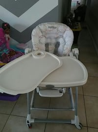 Peg perego high chair reclines