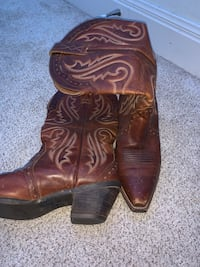 ARIAT Pointed-Toe Cowboy Boots w/ Design - Size 7 in Womens