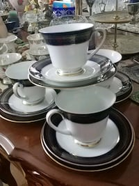 Set of 4 cups, saucers and cake plates, Vienna Laval, H7G 1G2