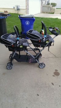 Double stroller and carseat combo Decatur, 62526