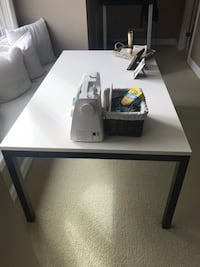 White top crate and barrel table 581 mi