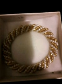 Gold and Pearl Light bracelet Antioch, 94509