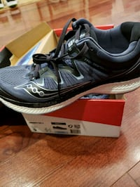 Size 9 Saucony Mens Running shoes  39 km