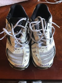 Size 7 Mizuno Volleyball Shoes