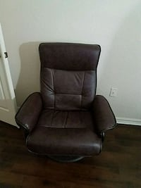 brown leather padded recliner  Lauderhill, 33319
