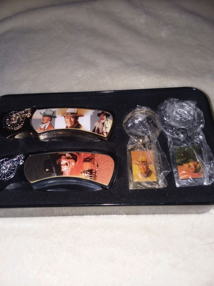 Photo 2 sets of John Deere knives and 1 box of John Wayne knives.